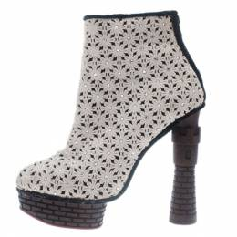 Charlotte Olympia Cream Damsel In Distress Crocheted Ankle Boots Size 36.5 10177
